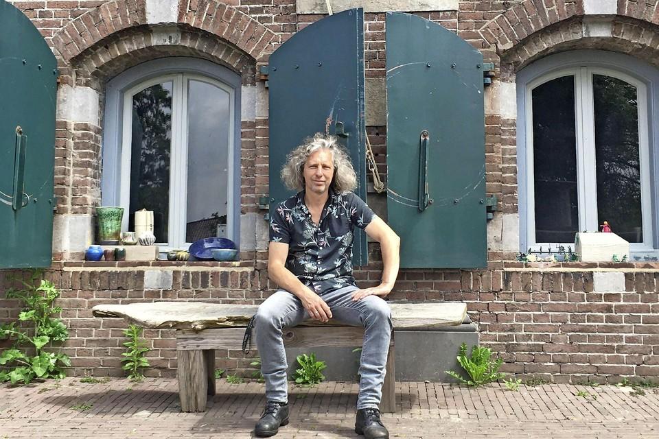 Polder- en fortwachter Marcel Blekendaal voor fort Maarsseveen