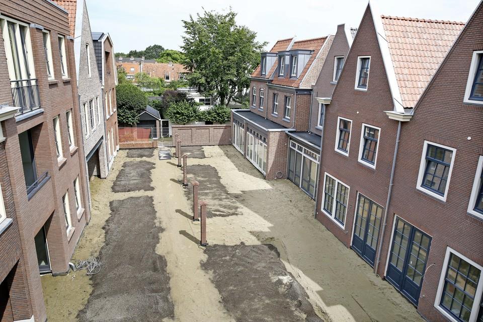 Het Hart van Naarden heeft de opzet van een hofje met binnentuin.