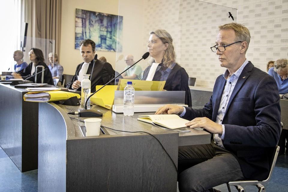 Vincent Wevers (R) en KNGU-directeur Marieke van der Plas (L) in het gerechtshof op 28 juni.