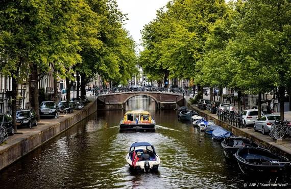Rustig op heropende Amsterdamse grachten
