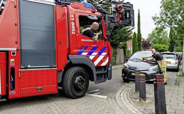 De brandweer kan er niet langs - als het moet, rijden ze je spiegels eraf