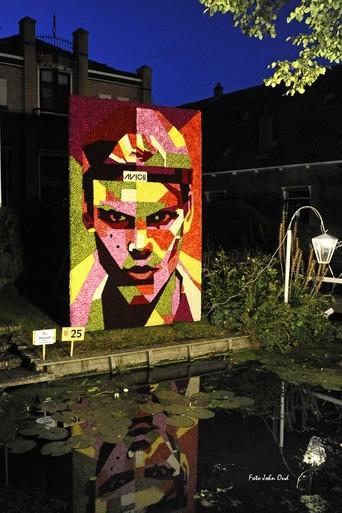 'Het is tijd om te zwaaien' (over stoppen van Sesamstraat) is het winnende grote werkstuk op Floralia Nieuwe Niedorp - ook vandaag nog te zien