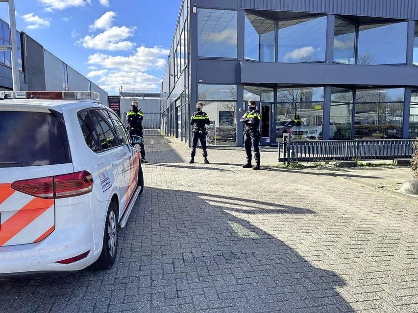 Op 5 maart had de politie een inval gedaan bij een autobedrijf van de verdachte in Hoofddorp.
