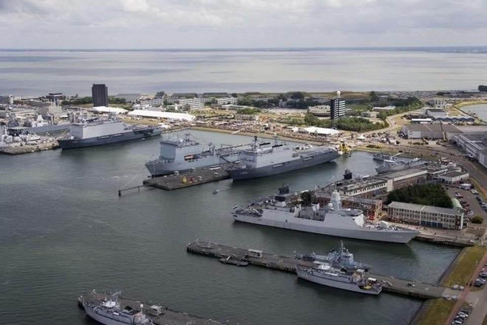 De Nieuwe Haven heeft veel gebouwen op het uitgestrekte terrein.