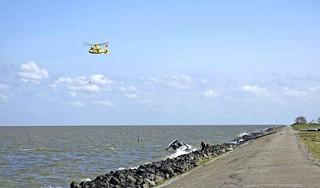 Grote zoekactie IJsselmeer naar opvarenden omgeslagen boot [update]