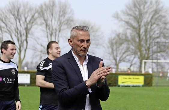 Always Forward, koploper in 4C, moet op zoek naar nieuwe trainer: Yotti Papamelodias vertrekt