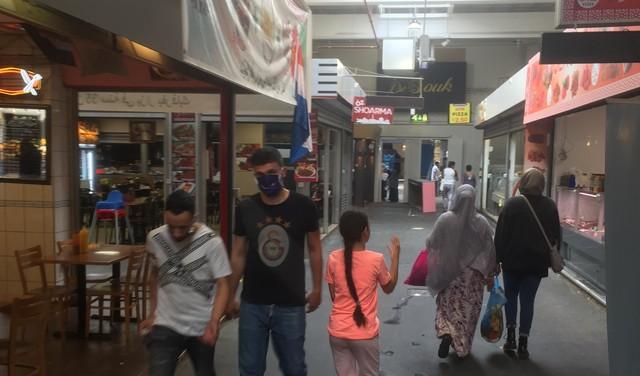 Intensief coronabeleid bij De Bazaar: 'Kapje is lastig, quarantainebed is lastiger'