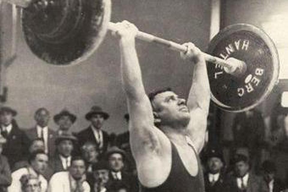 Guus Scheffer in actie tijdens de Spelen van 1928 in Amsterdam.