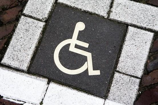 Gemeente Den Helder berekent bewust alle kosten voor gehandicaptenparkeerplaats door aan invaliden