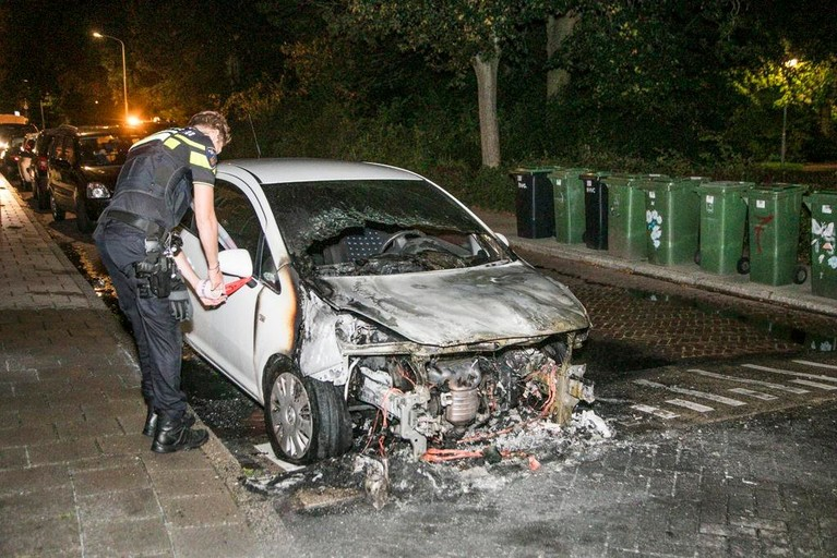Auto verwoest door brand in Heemskerk