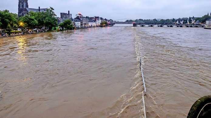Kades in Maastricht overstroomd.