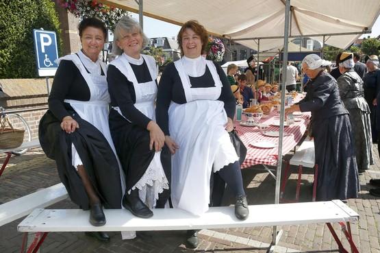 Connie, Daniëlle en Anja smeren elke Westfriese donderdag 110 kadetjes: 'Kinderen zijn vooral dol op witte broodjes met suiker en kaneel'
