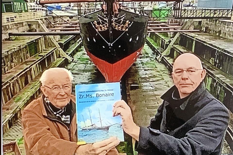 Jan Klootwijk en Dick Vries bij de Bonaire.