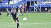 Ilayda (10) is op missie tijdens de open dag van voetbalvereniging DEM in Beverwijk: 'Ik wil net zo goed worden als Lieke Martens'