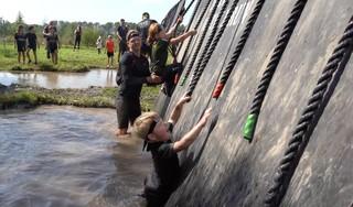 Van glibberen door de modder tot klauteren over obstakels: de Major Family Run in Langedijk was een groot succes [video]