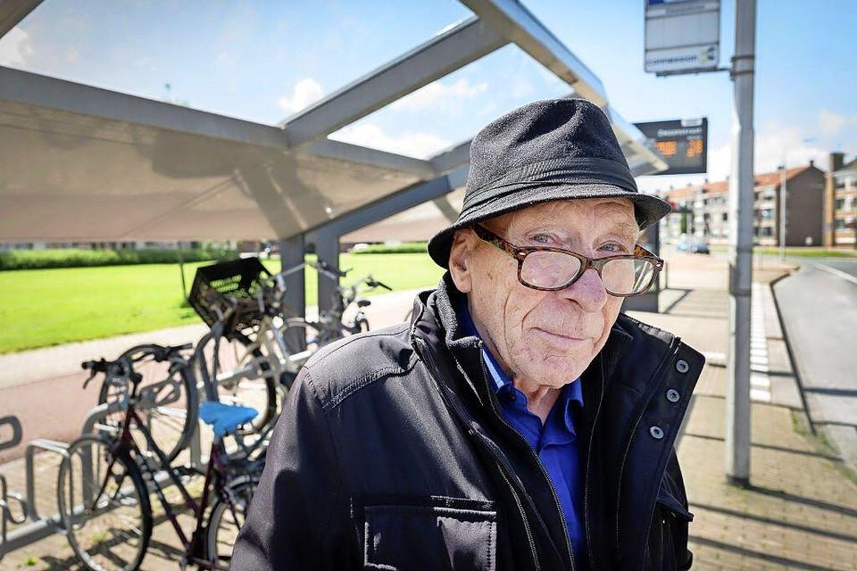 Gerrit Stegerhoek kan - na het verlies van zijn portefeuille met daarin 1200 euro - een zucht van verlichting slaken. Op zijn bankrekening staat sinds maandag weer geld, dankzij een gulle gever.