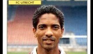 Marcel Liesdek had ik altijd drie keer dubbel. De Panini-plaatjesheld wordt opgevolgd door zijn zoon Yaël die de winnende scoorde bij Telstar | column [video]