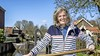 Eerste vrouwelijke sluiswachter bij de Noordersluis in Krommenie