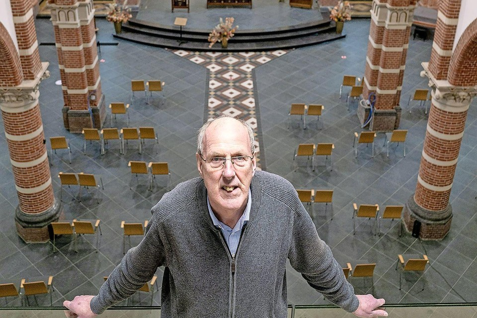 Pastor Johan Olling blijft nog even in de Corneliuskerk in Limmen.