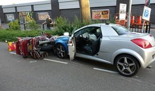 Veel schade bij aanrijding tussen motor en auto in Purmerend