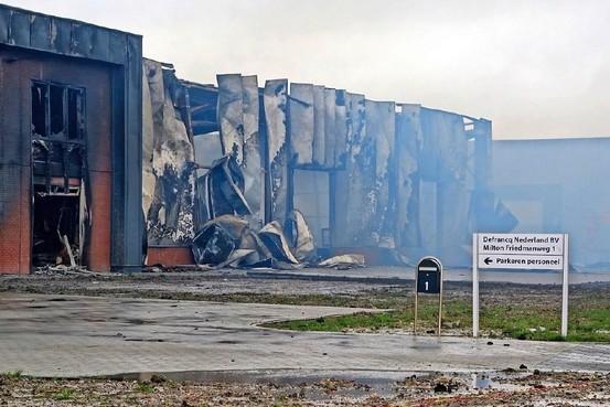 Door brand getroffen dak-en gevelspecialist Defrancq in loods op de Oude Veiling in Zwaag