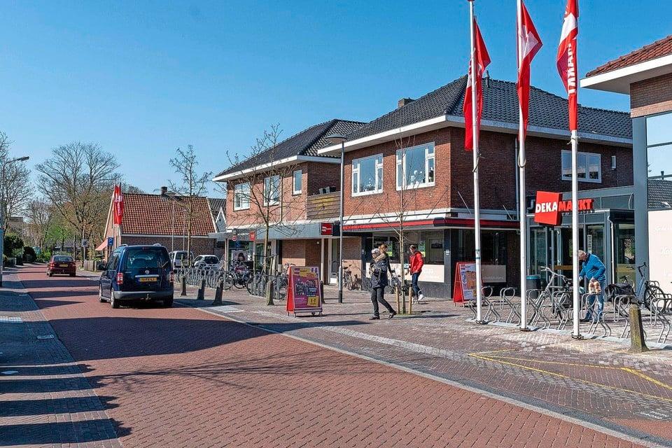 De Bovenweg in Sint Pancras, ter hoogte van de Dekamarkt.