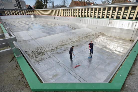 Haarlems zwembad de Houtvaart is klaar voor het nieuwe seizoen, maar gaat het ook open...