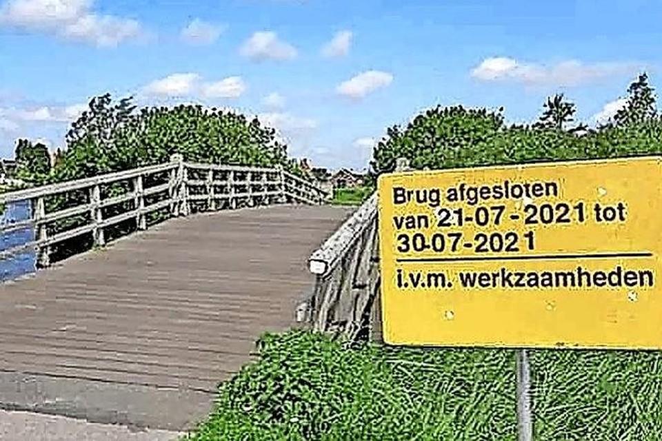 De afgesloten brug.