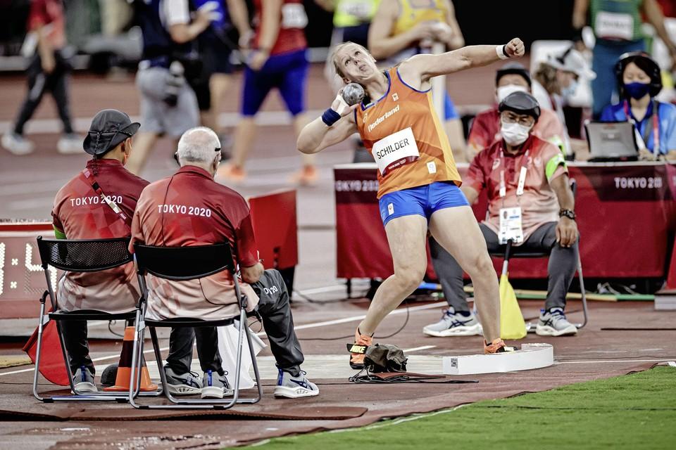 Jessica Schilder tijdens de kwalificatie kogelstoten in het Olympisch Stadion op de eerste dag van het atletiektoernooi tijdens de Olympische Spelen.