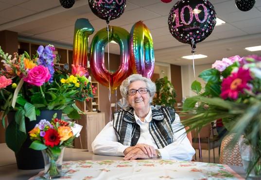 100-jarige Maartje Wals uit Landsmeer: 'Mijn vader zei altijd: Jij bent zingend geboren'
