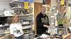 Hobbywinkel Bob Hes vraagt op Facebook om begrip voor aangepaste openingstijden. 'Ze vonden dat we maar in de winkel moesten eten'
