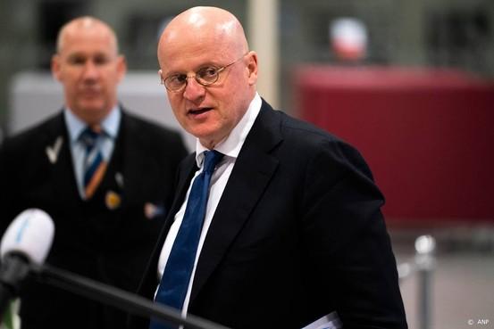 Grapperhaus complimenteert Nederland met volgen coronaregels