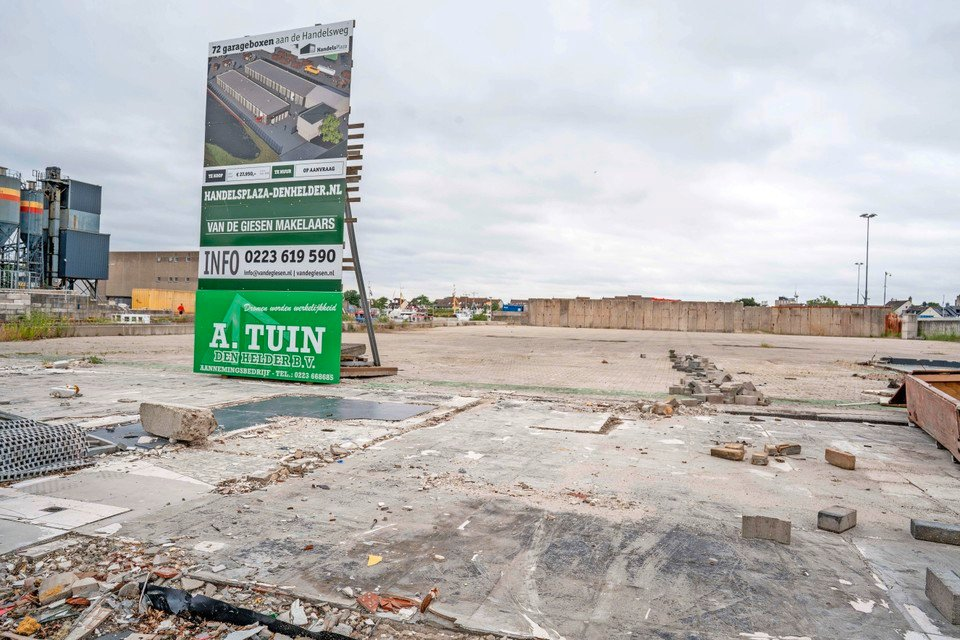 Het terrein is rijp gemaakt voor de bouw van Handelplaza.