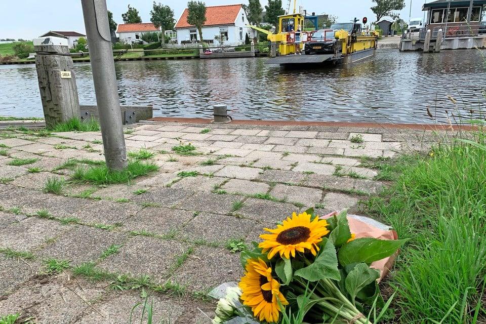 Zonnebloemen ter nagedachtenis aan de verdronken Mees Langelaan.