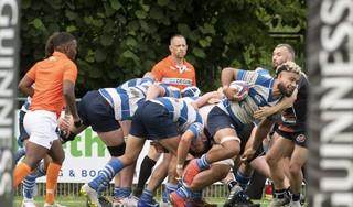 Rugbyers Hilversum houden in ondertal een helft lang dapper stand en winnen bij The Bassets: 'Kameraadschap en mentaliteit zijn het belangrijkste'