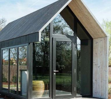 Het tiny house op de camping dat model staat voor de overige modellen die zij in de toekomst willen plaatsen.
