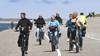 Hemelvaartsdag, dus voor veel mensen tijd om op de fiets te stappen. Zo ook bij het strand van Huisduinen