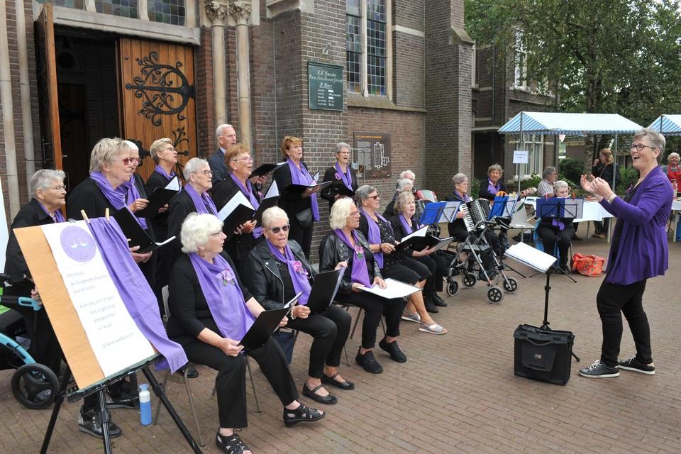 Zingende Zwanen voor de katholieke kerk.