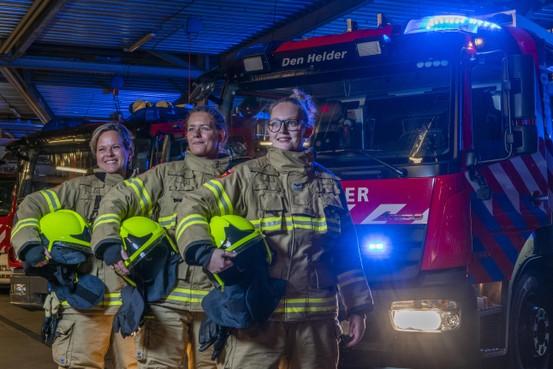 Met je roze pyjama op de uitruk: Brandweervrouwen over werken in een 'mannenwereldje'