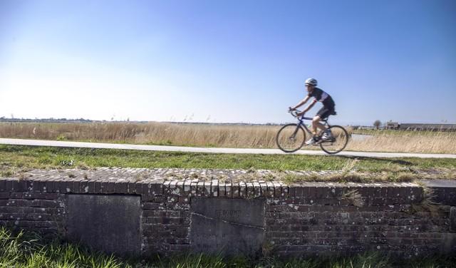Kom, fiets mee! Langs de prachtige geheimen in de polders van het Oer-IJ [video]
