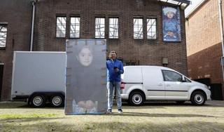 Dieven stelen aanhanger met expositie van fotograaf Ruben Timman uit Zaandam. 'Raar om die portretten te stelen, je hebt er niets aan'