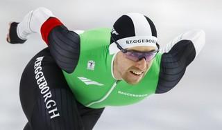 Wesly Dijs profiteert van misslag Kjeld Nuis, wordt derde op de 1000 meter en mag naar het WK afstanden. 'Hier doe je het voor'