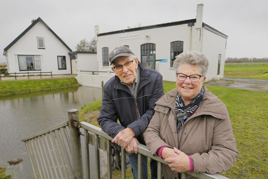 Al sinds 1973 verknocht aan 't witte huisje naar gemaal in Van Ewijcksluis