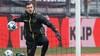Keeper Chiel Kramer rijdt vrijwel dagelijks ruim 250 kilometer van Beverwijk naar Breda om te kunnen trainen bij zijn club NAC, terwijl hij nauwelijks in actie hoeft te komen. 'Wil niet nog zo'n seizoen' [video]