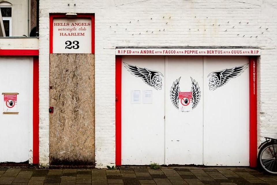 Het gesloten clubhuis van de Haarlemse Hells Angels aan de Baljuwslaan.