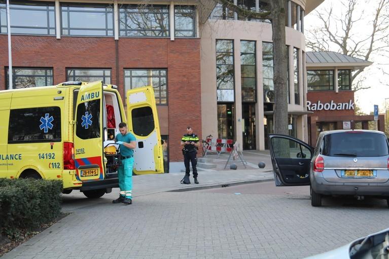 Vrouw gewond na aanrijding door eigen auto in Bussum