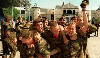 Hoe kijkt u terug op uw militaire dienstplicht? | Lezersoproep