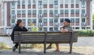 'Waarom staat dat bankje uitgerekend daar?', vragen Helen Grandiek en Jacob Passander zich af. Daarom deden ze een onderzoek naar de bankjes langs de Zaan