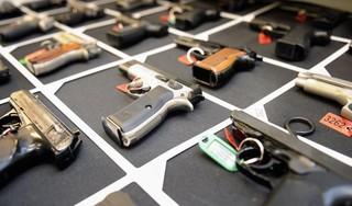 Man (21) uit Sint Pancras vast op verdenking van wapenhandel, mogelijke link met gewapende overvallen
