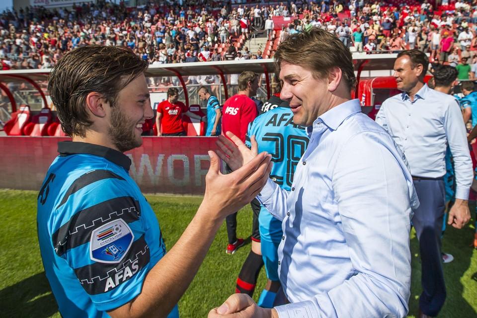 Max Huiberts (rechts), twee jaar geleden met Joris van Overeem na de laatste wedstrijd van het seizoen 2015-2016.